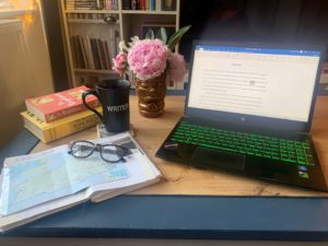 Hannah Sunderland Author Desk Tour